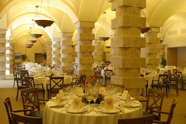 Fine dining at the Costa Meloneras Hotel