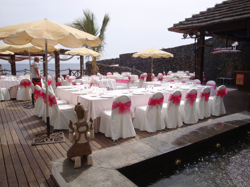 beach-bar-caleta-bbq-seating