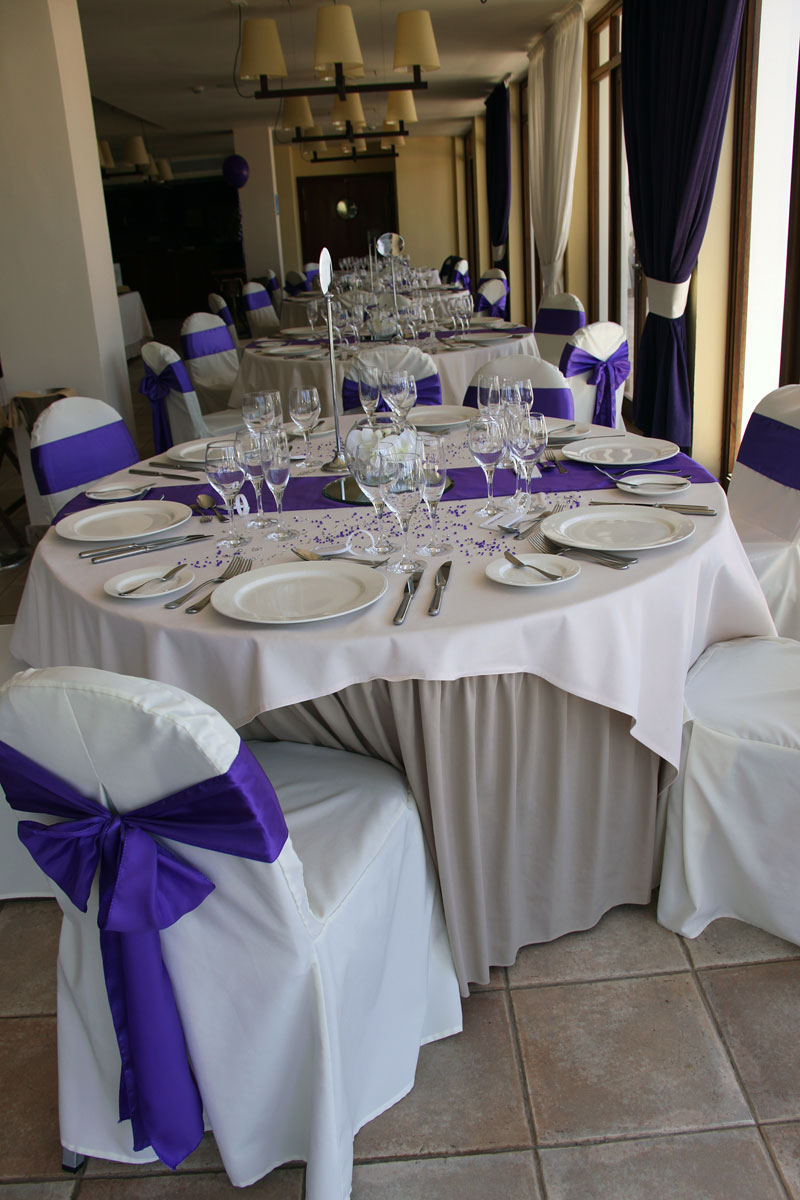 caleta-purple-table